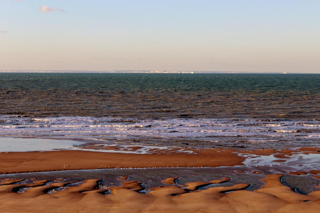 Calais Sangatte la plage et vue sur les falaises de Douvres