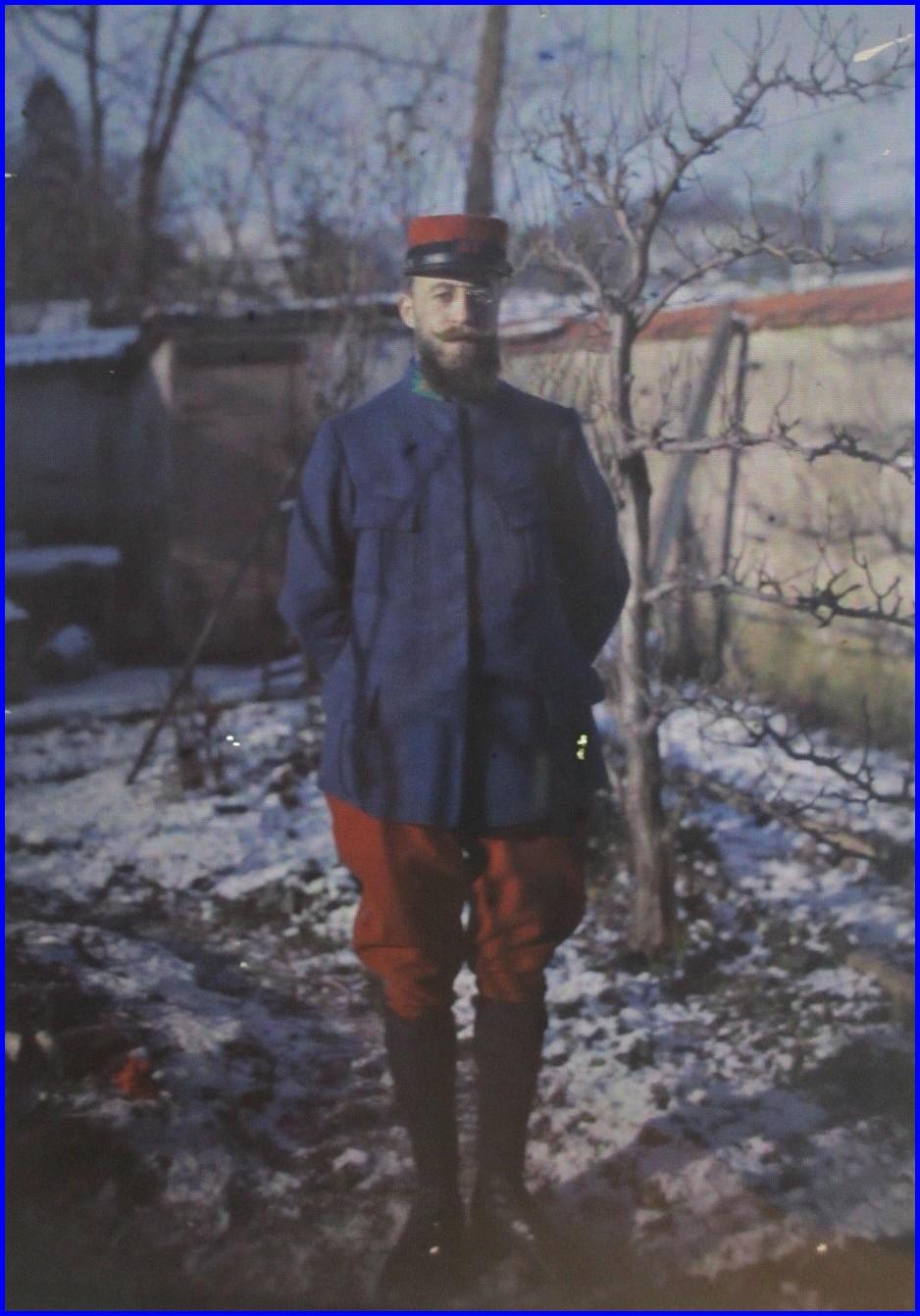 14 18 autochrome soldat dans son jardin encadre