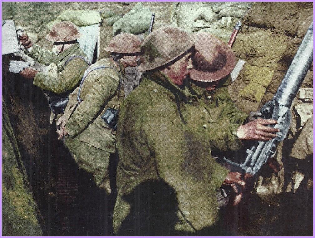 14 18 autochrome soldats dans une tranchee encadree