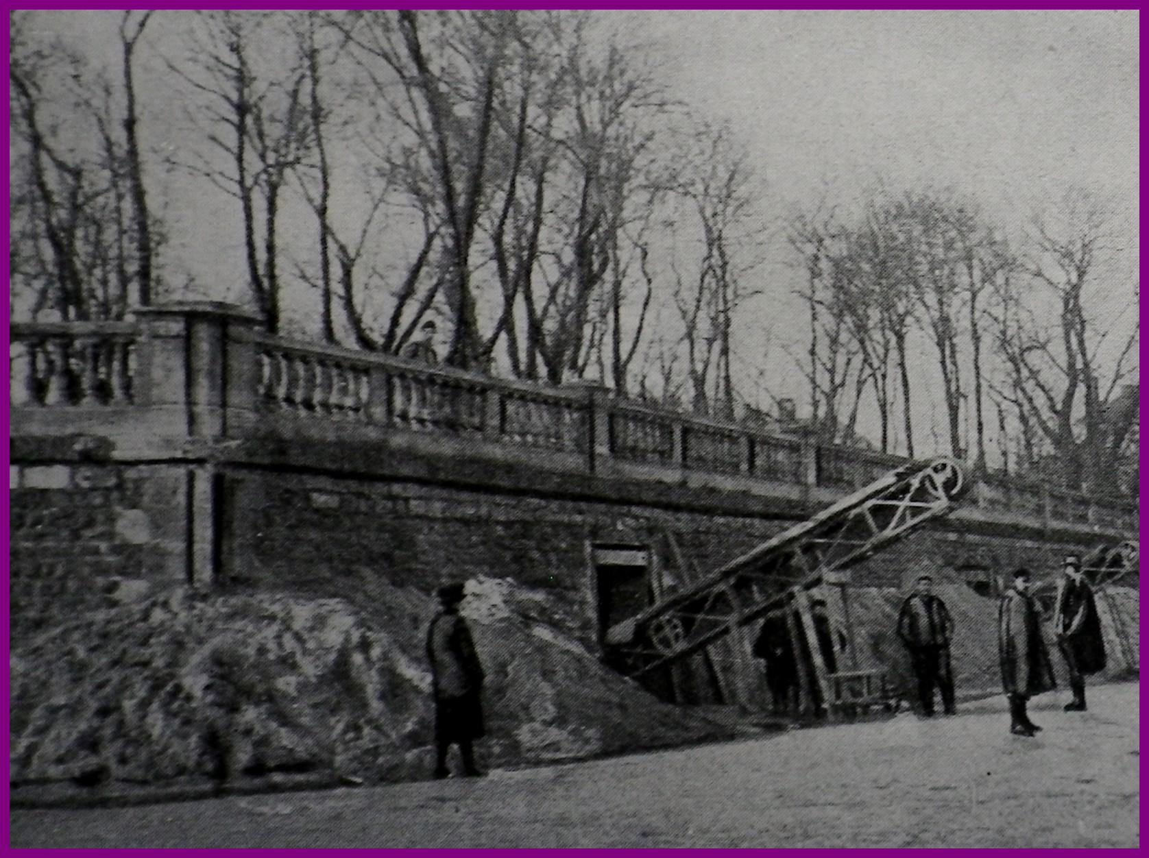 Calais 14 18 abris creuses sous les anciennes fortification au jardin richelieu encadre