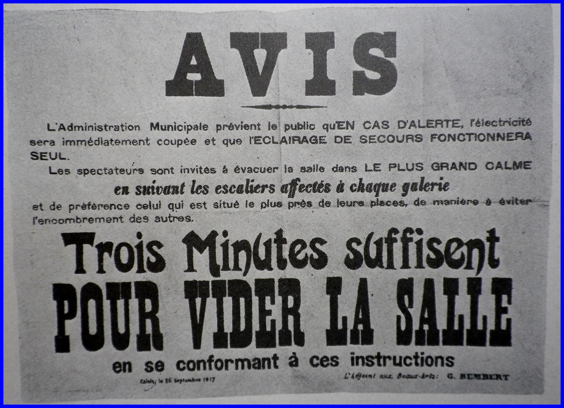 Calais 14 18 affichage au theatre municipal encadre