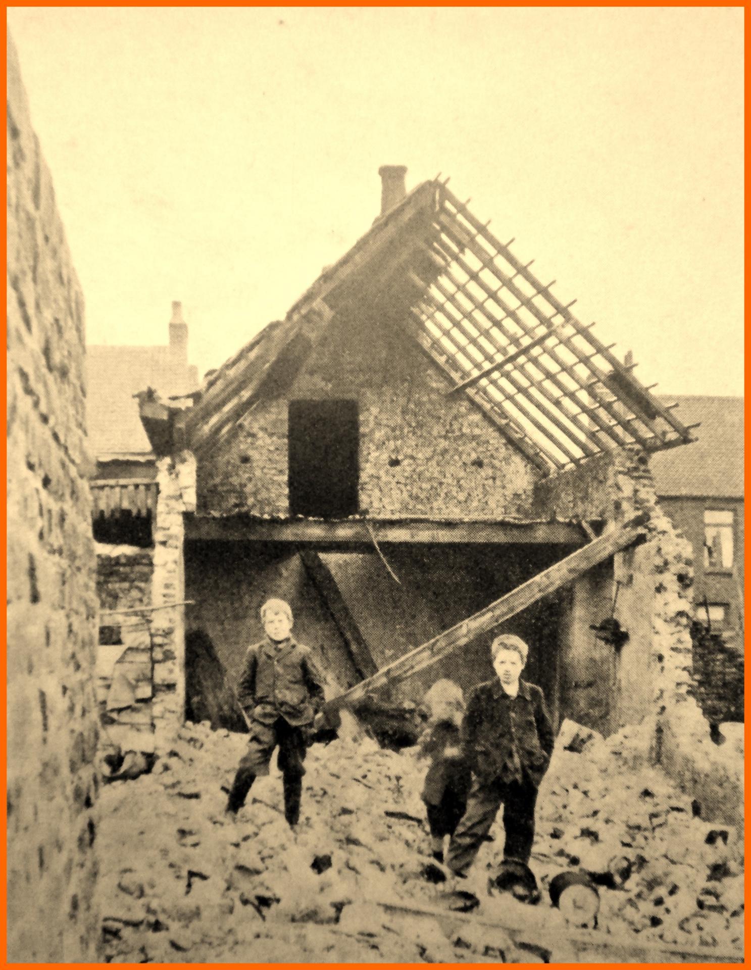 Calais 14 18 apres le second passage du zeppeliln 17 18 mars 1915 au fort nieulay cour landrin encadre