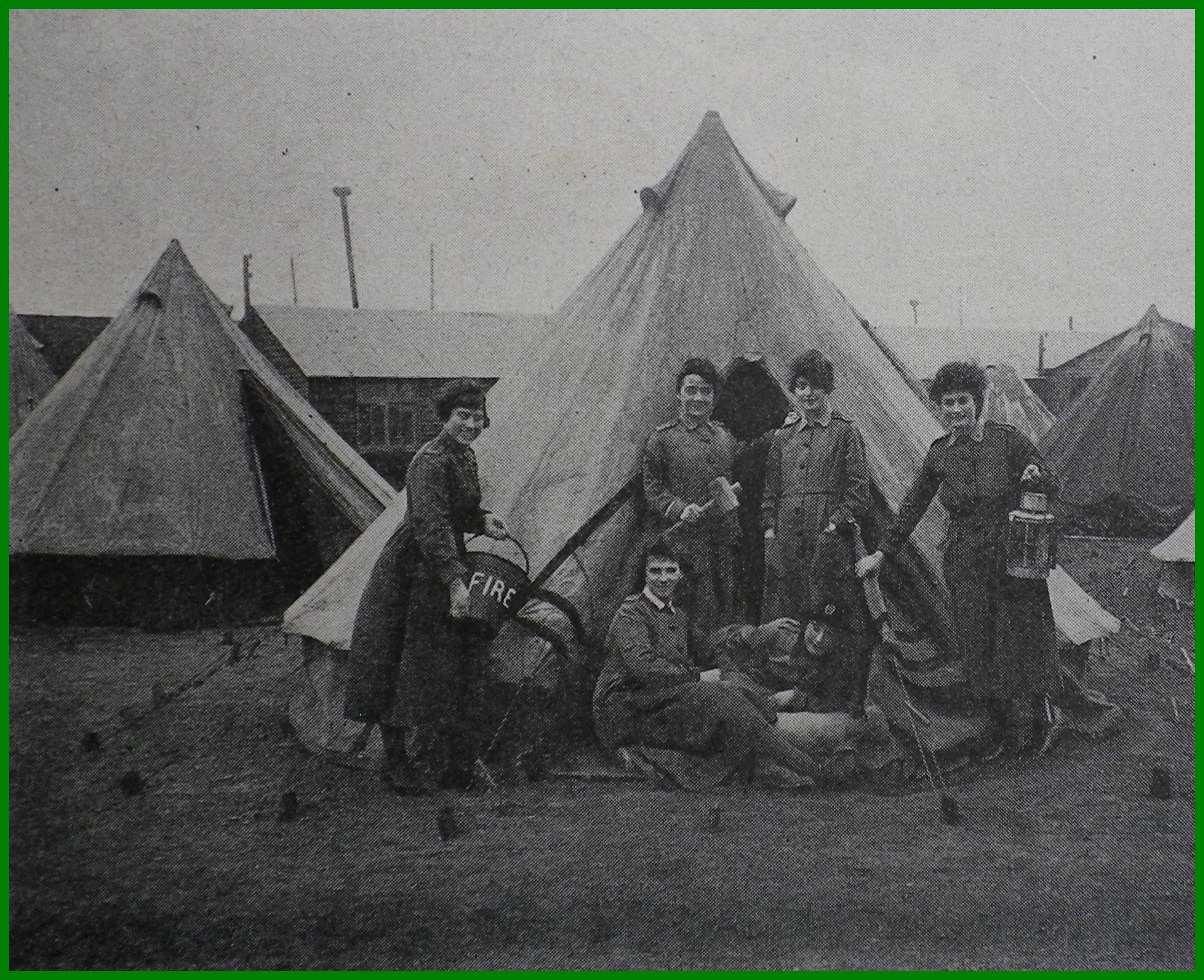 Calais 14 18 baraquements et tentes du personnel anglais de l armee britannique pres de la rue mollien encadre