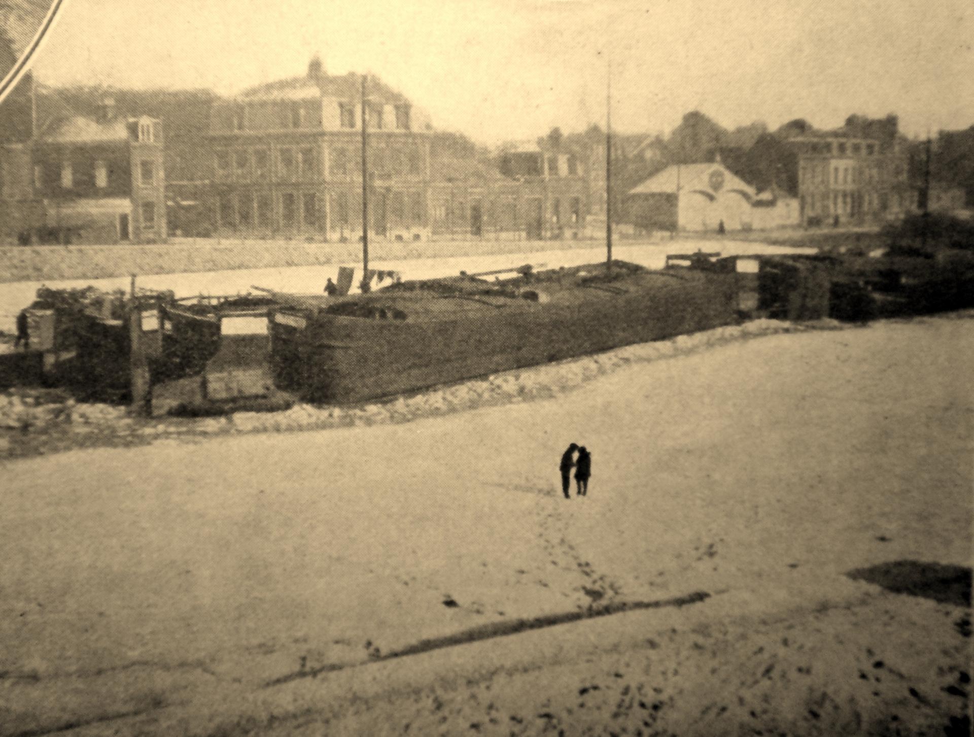 Calais 14 18 belandres prises par la neige
