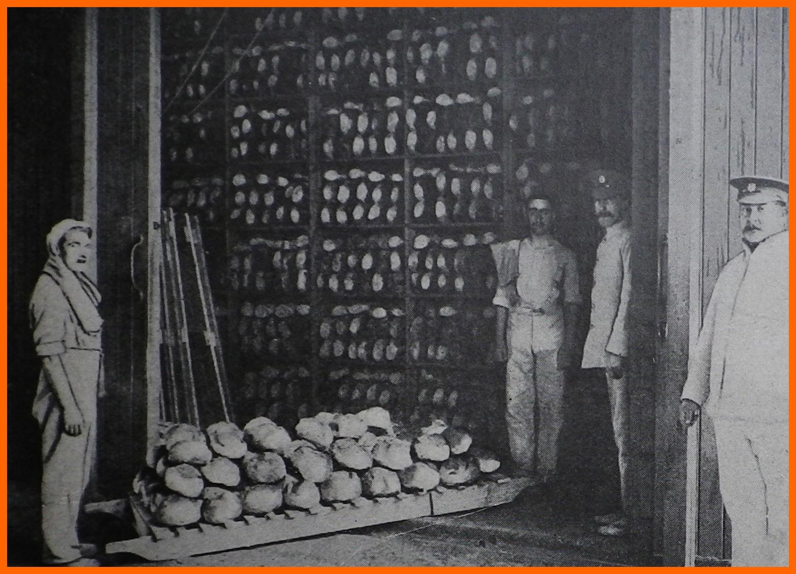 Calais 14 18 camp britannique a l usine des pates a papier boulangerie anglaise chargee d approvisionner l armee britannique trois trains charges chaque jour de vingt wagons de pai