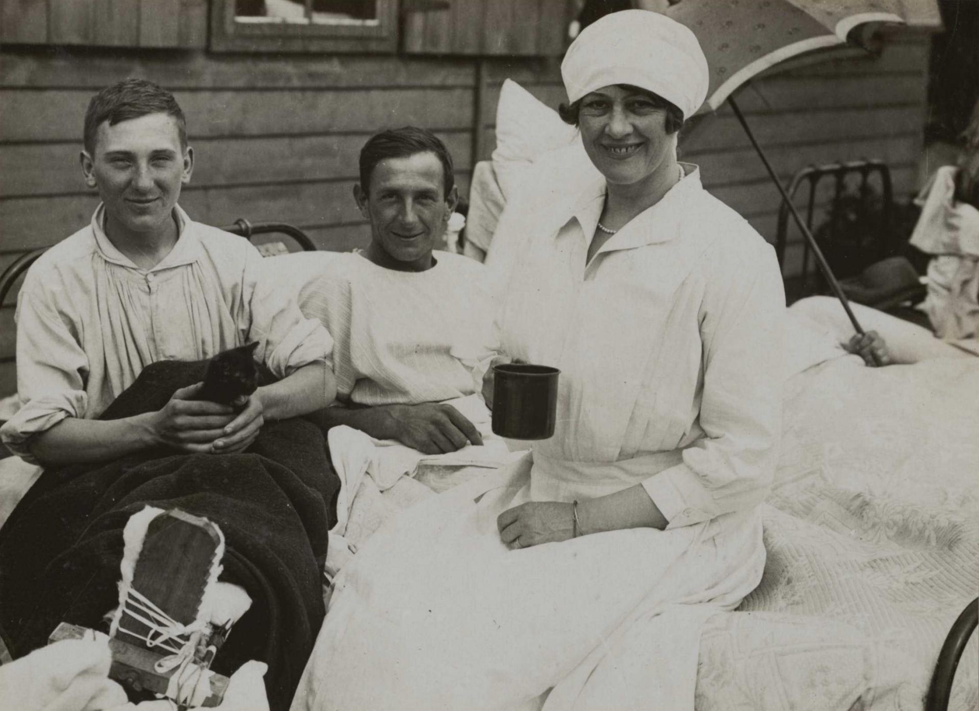 Calais 14 18 hopital de la duchesse de sutherland blesses couches en plein air juin 1917
