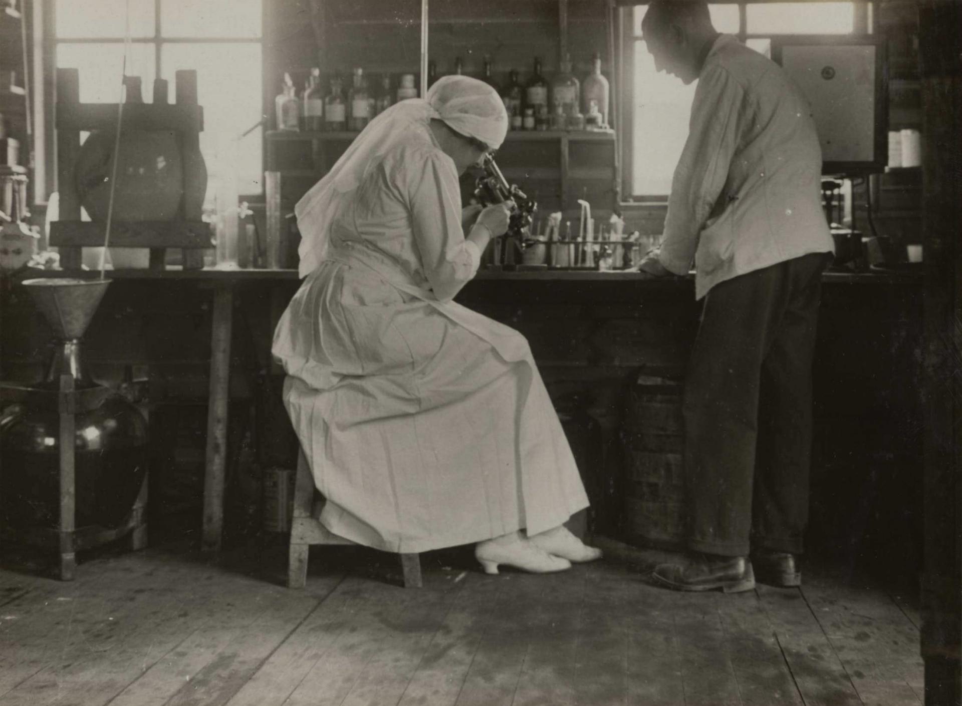 Calais 14 18 juin 1917 hopital de la duchesse de sutherland la duchesse et son secretaire ww1