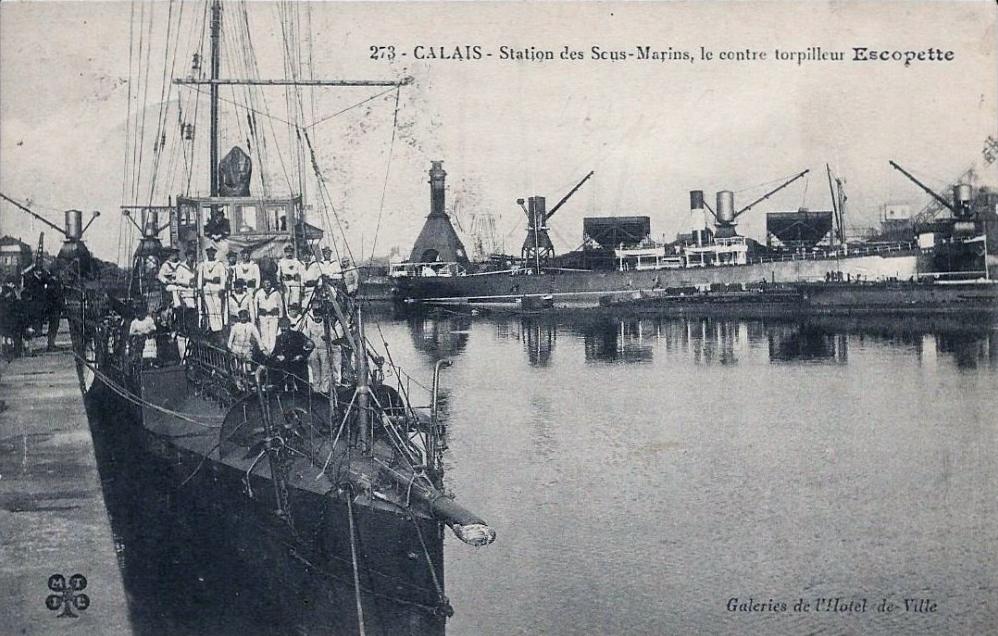 Calais 14 18 la station des sous marins animation sur le pont 2