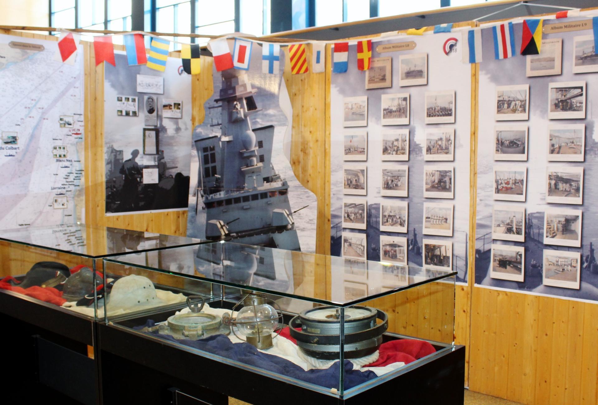 Calais 14 18 le stand de la marine