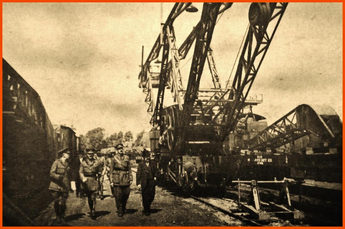 Calais 14 18 m briand president du conseil en visite au camps d audruicq ou l on prodedait au montage des wagons venant d angleterre 25 juin 1916 encadre