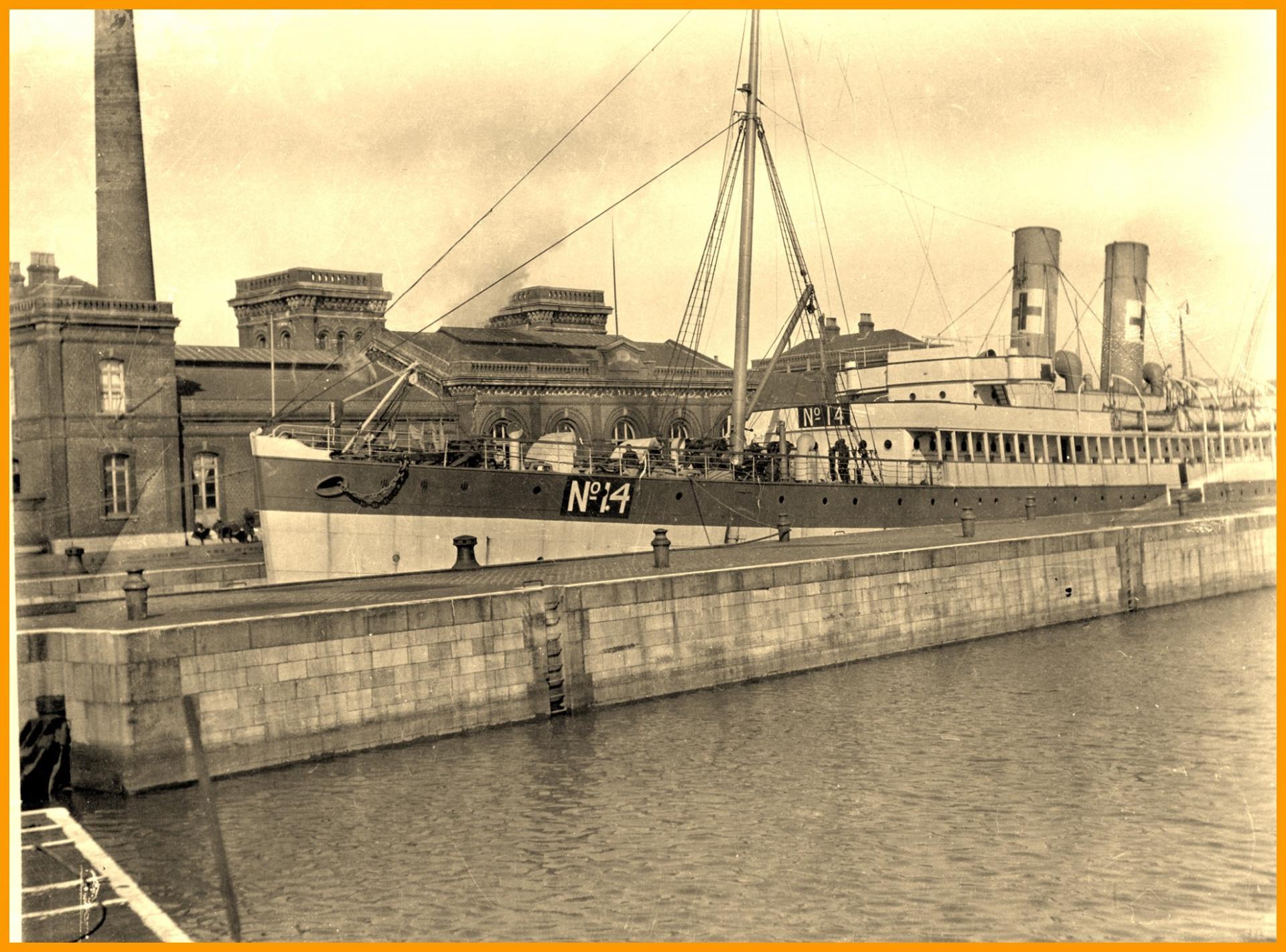 Calais 14 18 navire hopital encadre