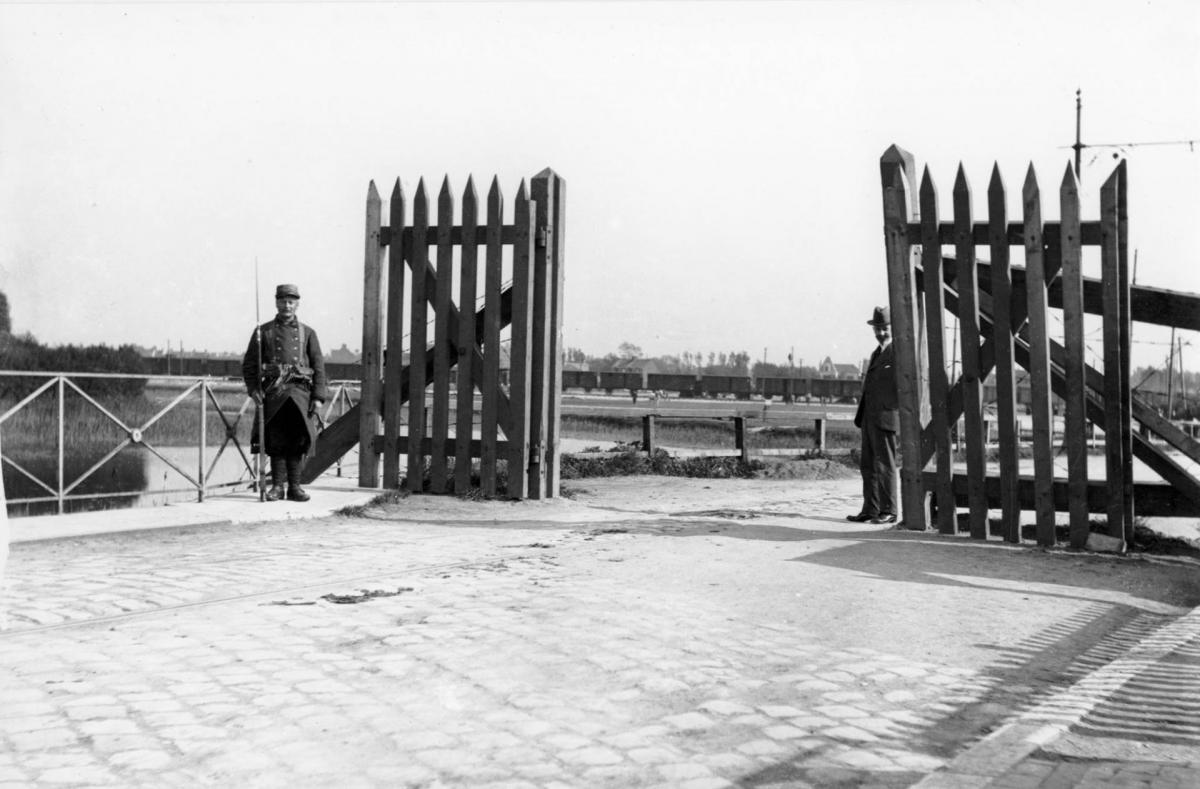 Calais 14 18 poste de garde porte de lille route de guines