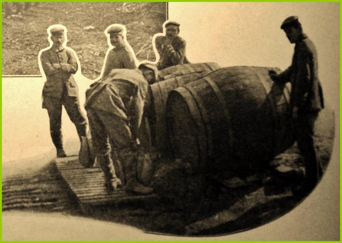 Calais 14 18 ravitaillement en eau d un camp de prisonniers allemands encadre