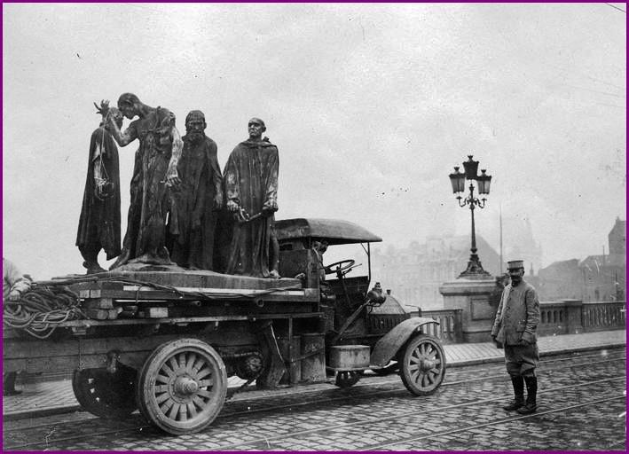 Calais 14 18 transport des 6 bourgeois encadre