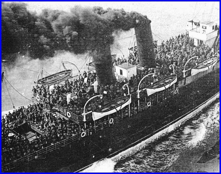 Calais 14 18 troupes britannique en cours de traversee du detroit encadre