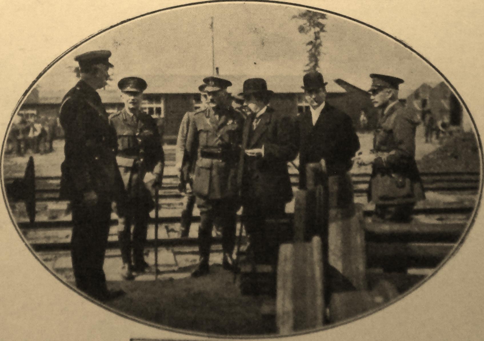 Calais 14 18 visite de m briand president du conseil au camp d audruicq ou l on procedait au montage des wagons venant d angleterre 25 juin 1916