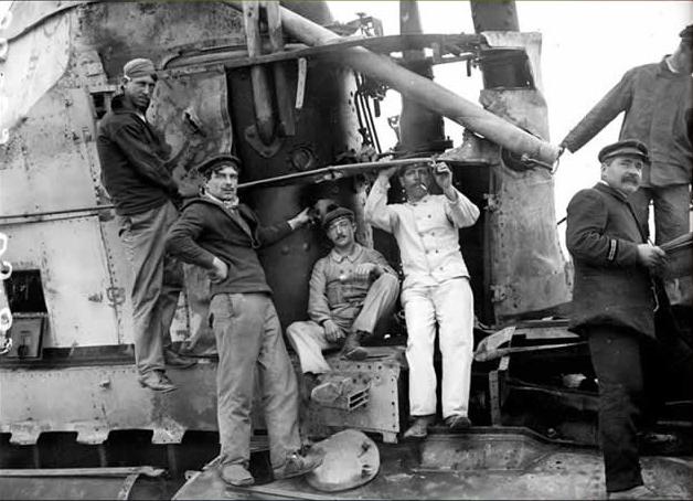 Calais 14 18 wissant le sous marin allemant uc 61 en 1920 recuperation des metaux