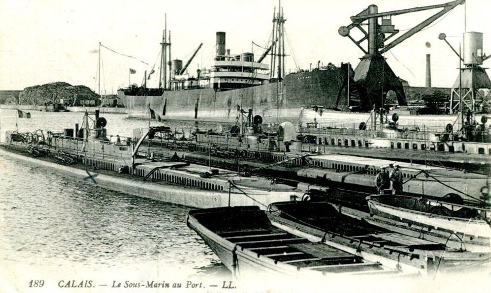 Calais les sous marins au port